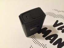 Ładowanie przez port micro-USB.